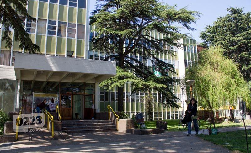 Asumen las nuevas autoridades de la facultad de arquitectura for Decano dela facultad de arquitectura