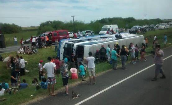 Volcó un micro en la ruta 2: murió una mujer y hay 6 heridos graves - 0223 Diario digital de Mar del Plata
