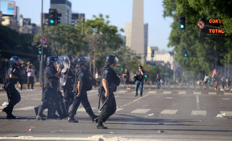 Siguen los incidentes y se registran heridos y detenidos — Congreso